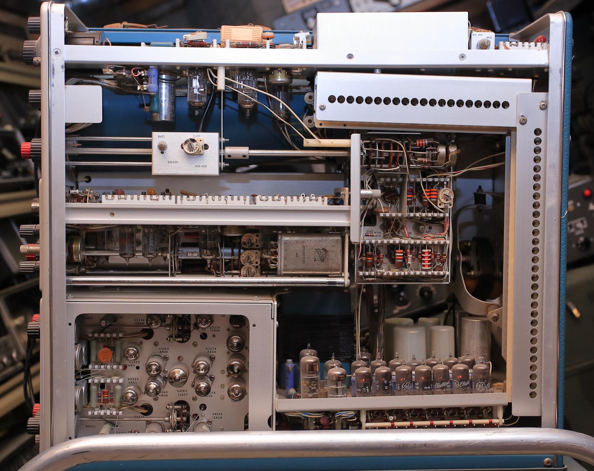 Tektronix 555 interior.JPG