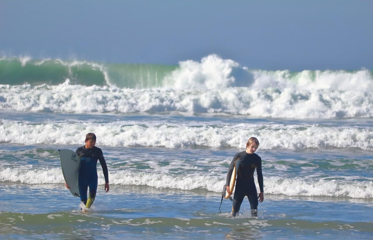 Left surfer un edited