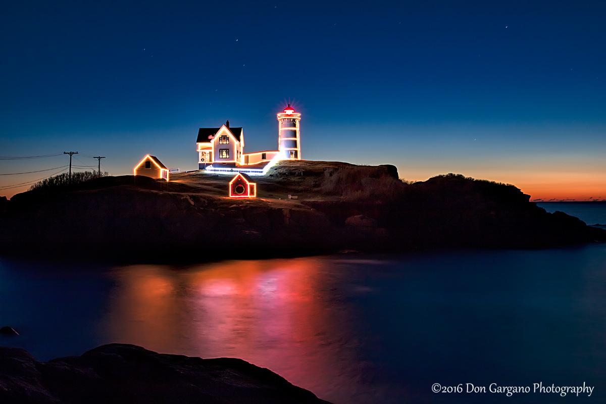 Christmas Dawn Nubble Lighthouse 2016-12-25-01cr .jpg