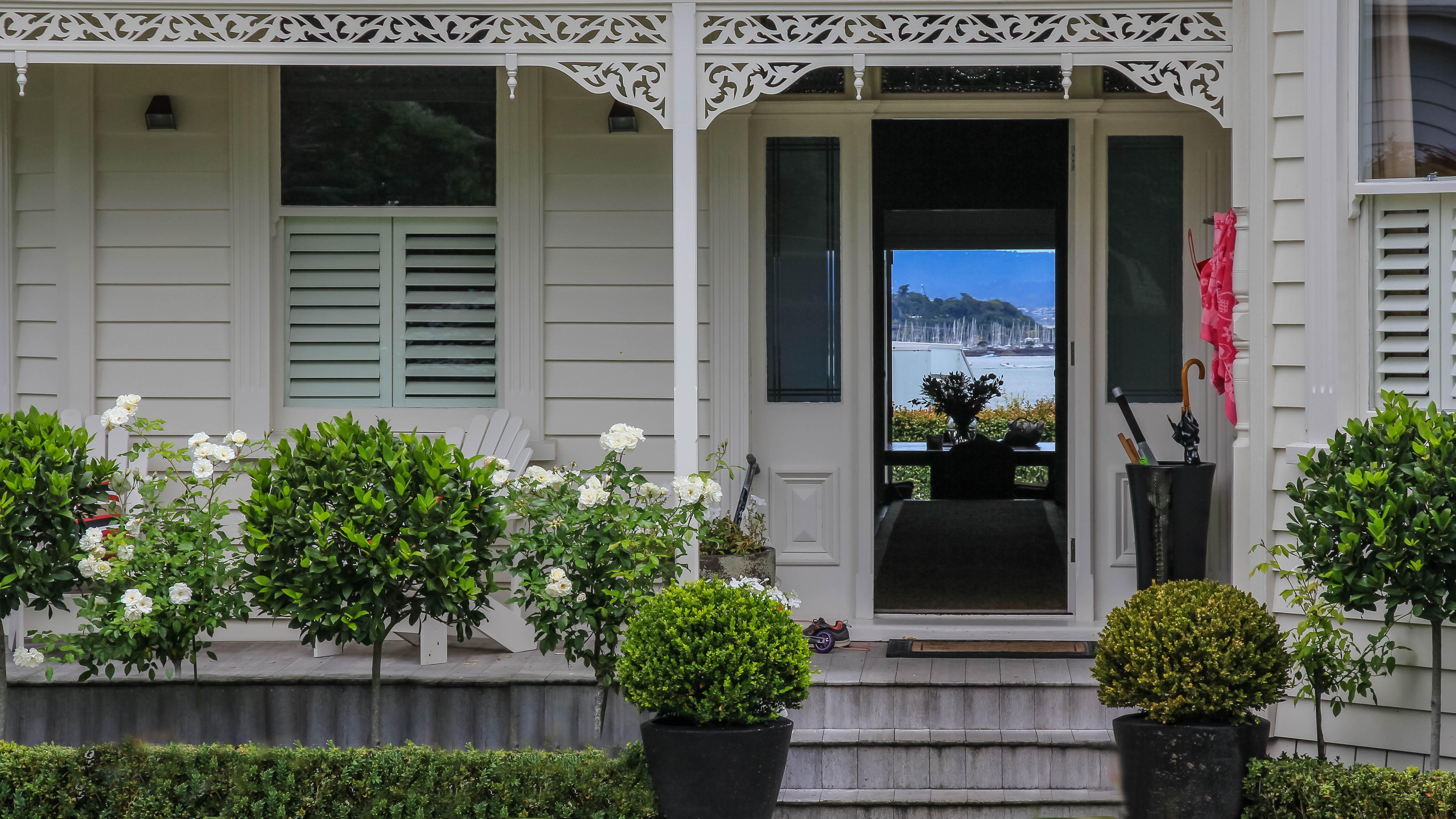 NZ Auckland Stanley Point Villa to garden 01.jpg
